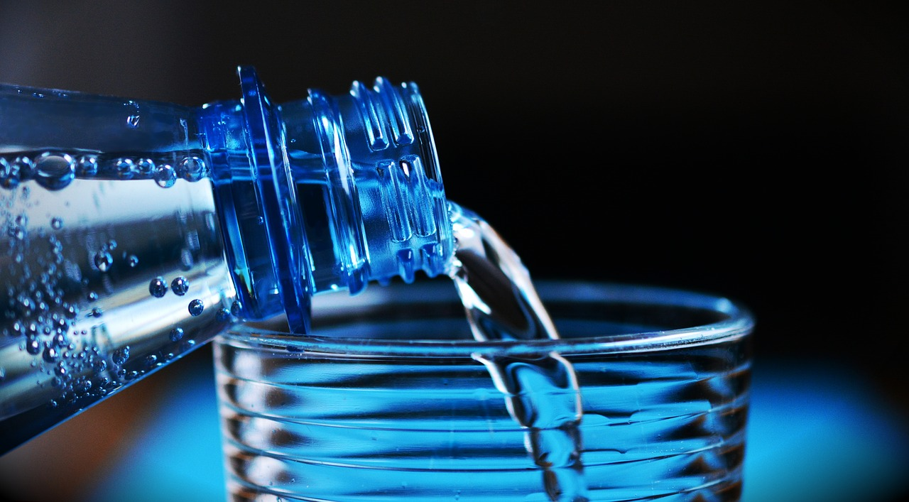 ตื่นนอน ด้วยน้ำดื่มสะอาด ๆ