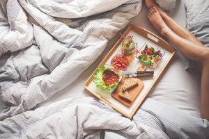 5 อาหารและเครื่องดื่มที่จะทำให้คุณตื่นนอนอย่างสดชื่นนนน