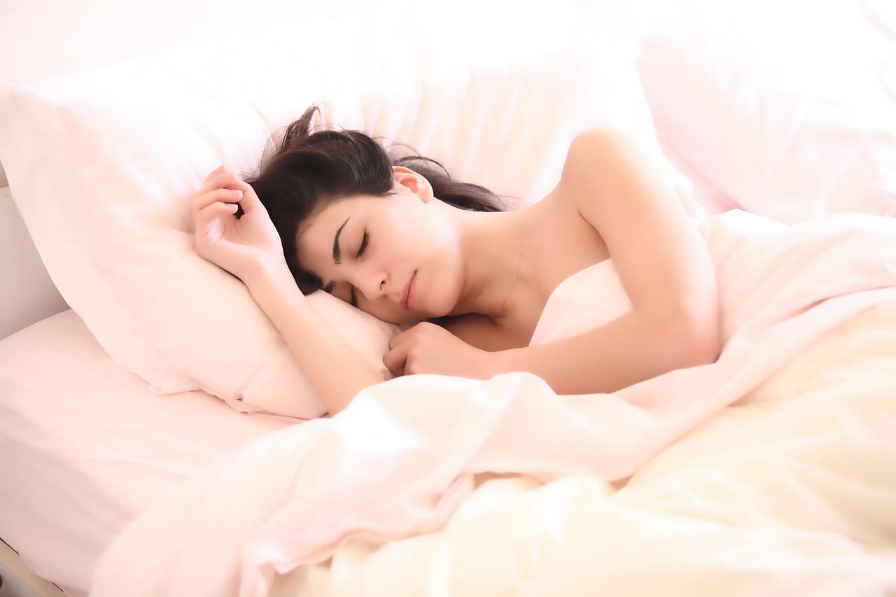 ตื่นนอนแล้วปวดหัว เพราะนอนหลับมากเกินไป