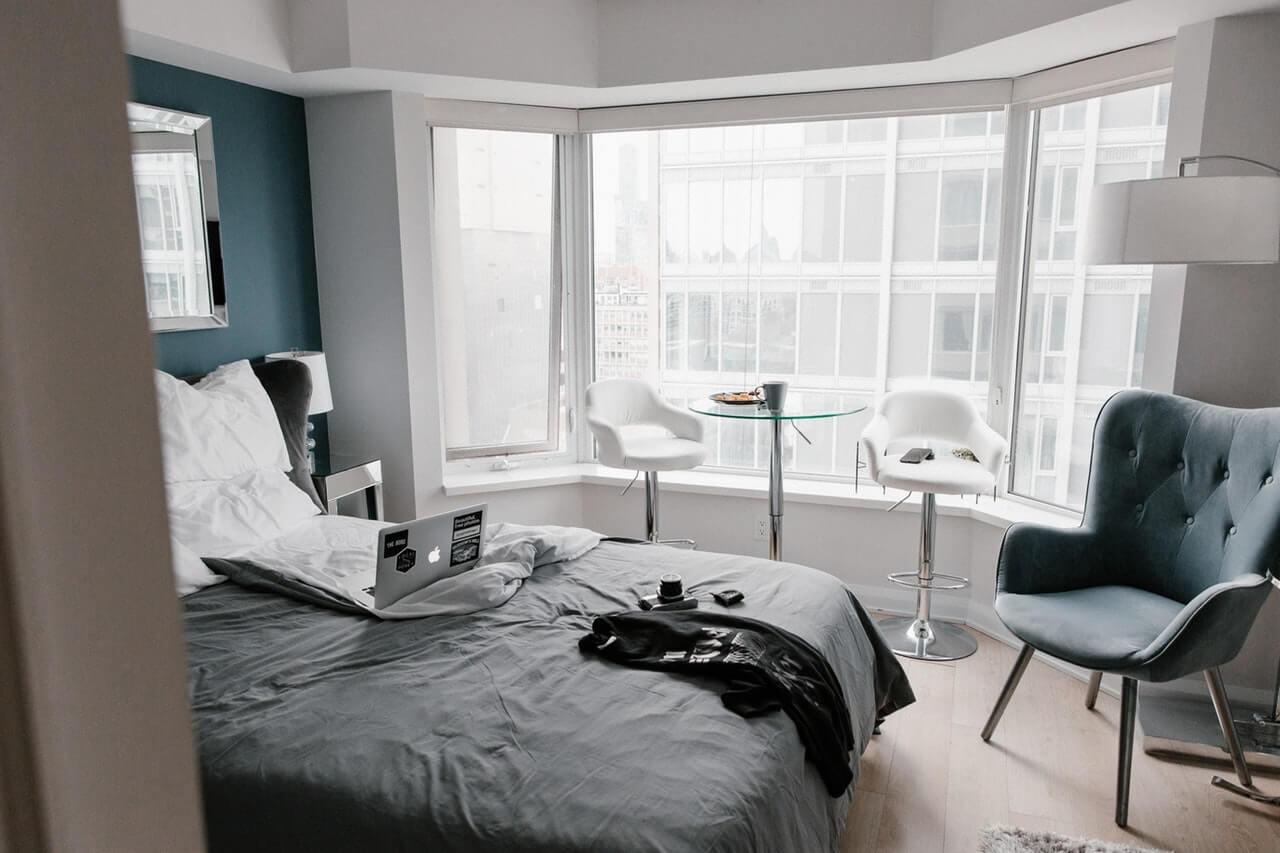 """5 วิธีจัดห้องนอนอย่างไรให้ """"มินิมอลอะ"""" พร้อมไอเดียให้ไปลองทำตาม"""